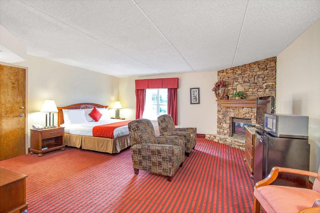 Book Now Ramada Pigeon Forge North (Pigeon Forge, United States). Rooms Available for all budgets. Free breakfast and Wi-Fi are included perks at the Ramada among the most popular hotels in Pigeon Forge with our guests. The three-story 134-room hotel is non-smoking and has