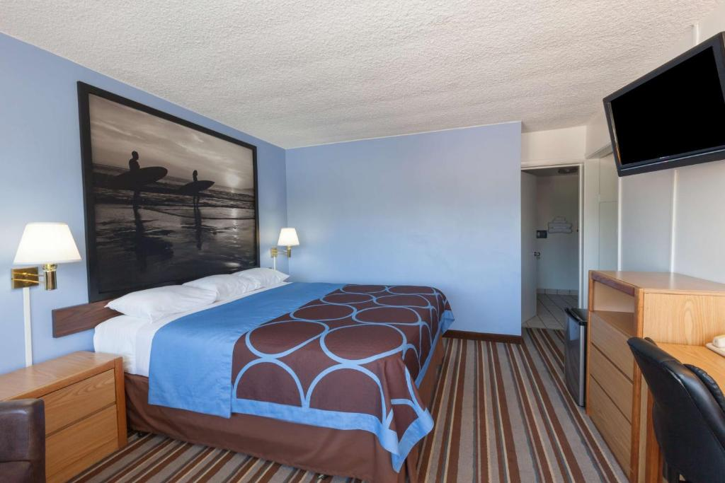 Book Now Super 8 Santa Barbara/Goleta (Goleta, United States). Rooms Available for all budgets. The Super 8 Santa Barbara/Goleta convenient to the beach golf and the University of California offers our guests complimentary breakfast free high-speed internet access and an