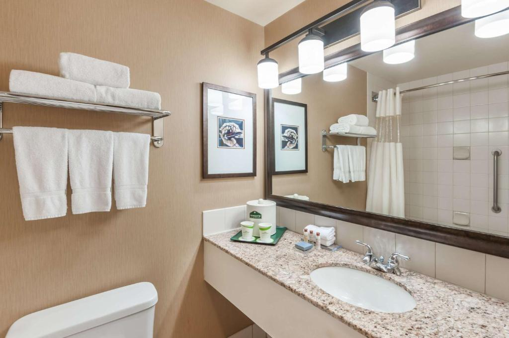Book Now Wingate by Wyndham Edmonton West (Edmonton, Canada). Rooms Available for all budgets. Won over by spacious accommodations our guests also appreciate the complimentary breakfast and an indoor water park at the non-smoking Wingate by Wyndham - Edmonton West. The