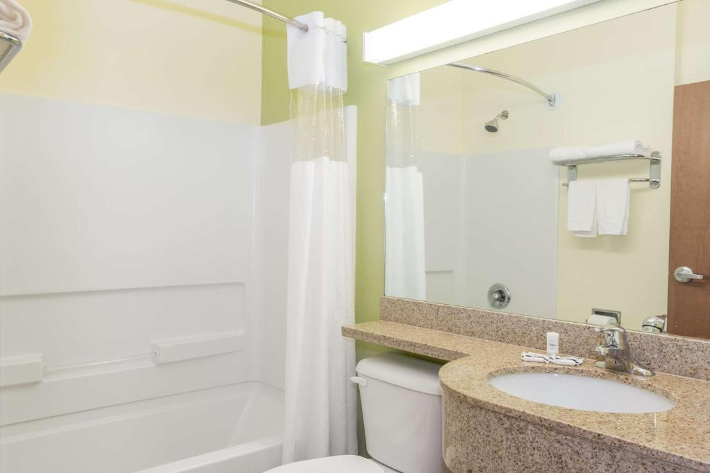Book Now Microtel Inn & Suites By Wyndham Lehigh (Lehigh Acres, United States). Rooms Available for all budgets. Get breakfast and Wi-Fi free at the non-smoking Microtel Inn and Suites in Lehigh Acres which also has an outdoor pool and a restaurant and bar with room service. This Microte