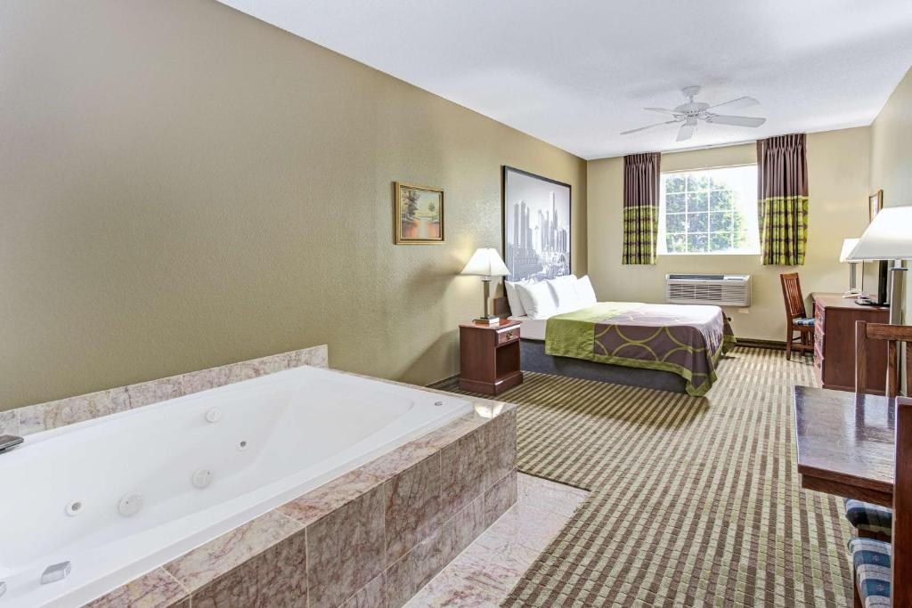 Book Now Super 8 Gurnee (Gurnee, United States). Rooms Available for all budgets. Freebies like Wi-Fi breakfast and parking combine with an indoor pool and affordable rates to make the non-smoking Super 8 Gurnee a practical choice. The non-smoking Super 8 G