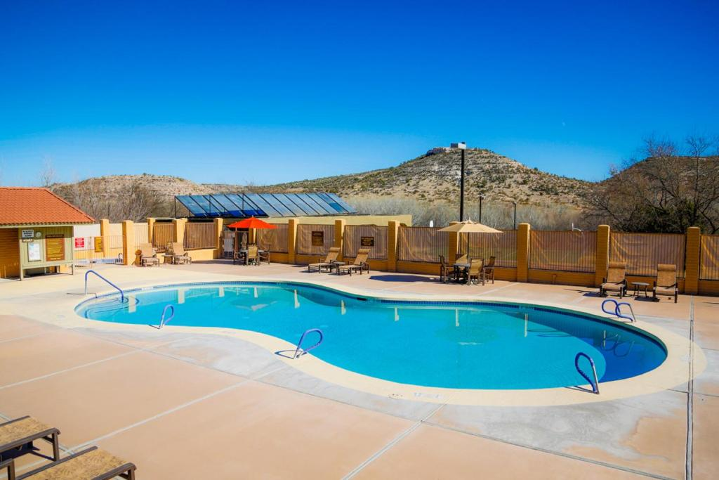 Swimming pool Verde Valley One-Bedroom Park Model Cabin 14