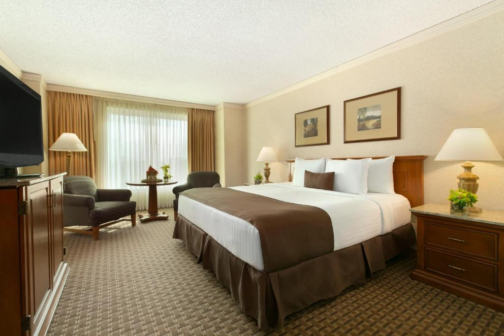 Book Now Harrahs Casino & Hotel Council Bluffs (Council Bluffs, United States). Rooms Available for all budgets. Located adjacent to Dodge Park Golf Course this hotel and casino is a 6-minute drive from Creighton University.  It features multiple on-site restaurants and rooms with fre