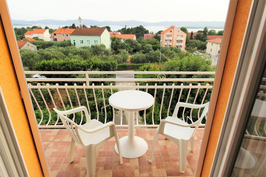 Comfort Two Bedroom Apartment with Balcony and Sea View