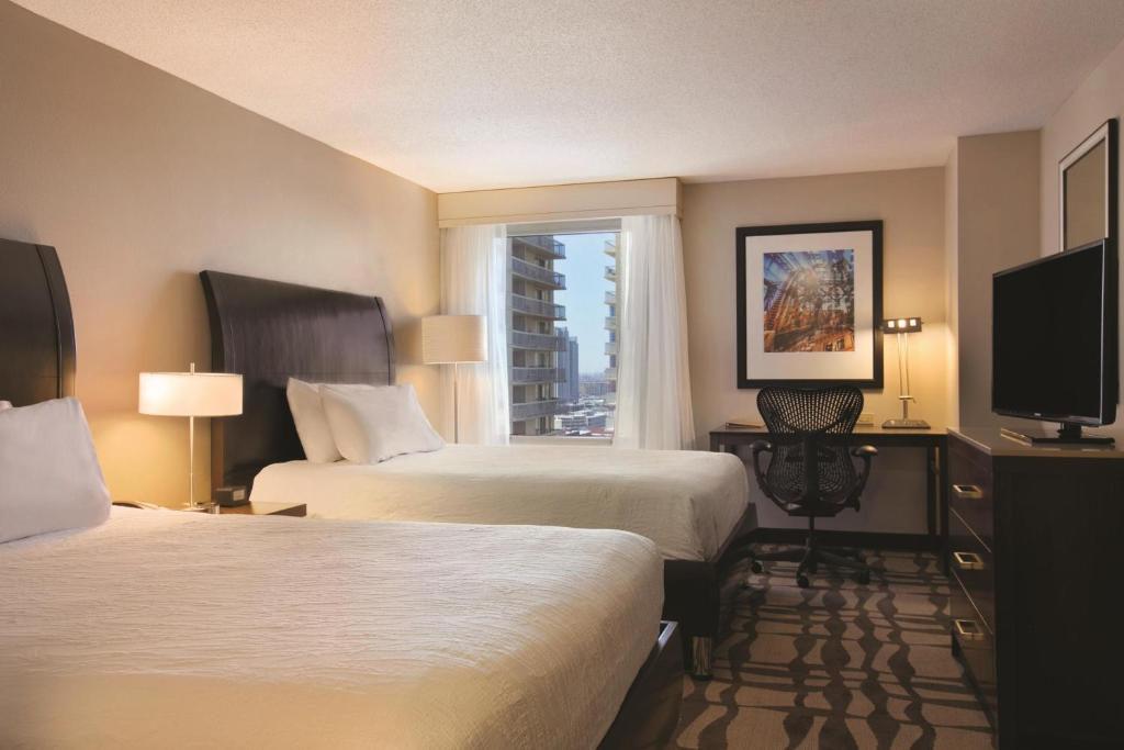 Book Now Hilton Garden Inn Chicago Downtown/Magnificent Mile (Chicago, United States). Rooms Available for all budgets. A location near the Magnificent Mile and free high-speed internet access are some of what our guests get with a stay at the Hilton Garden Inn Chicago Downtown/Magnificent Mile
