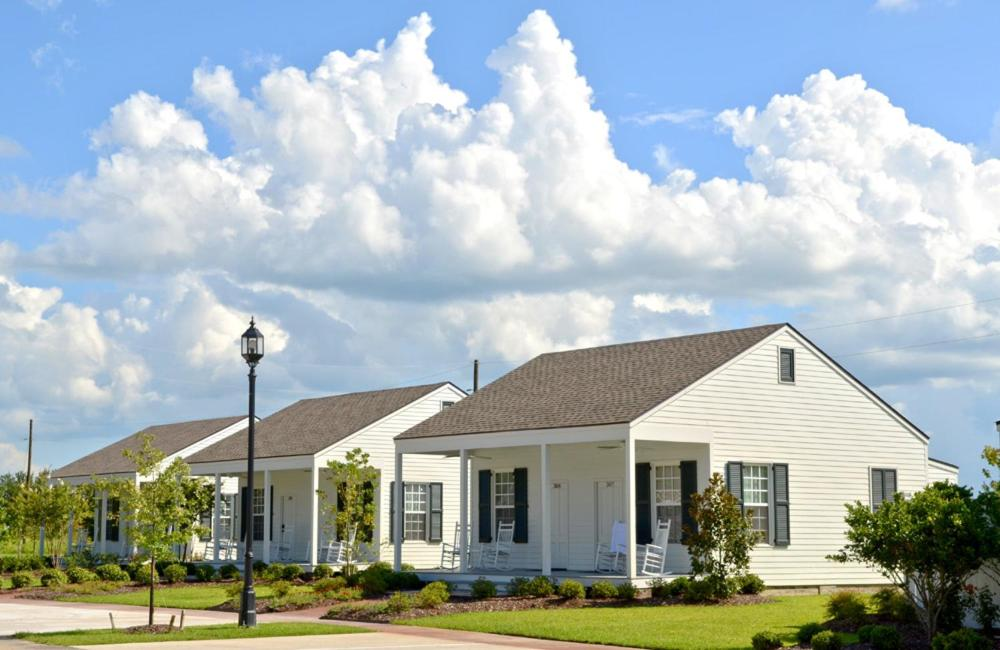 Book Now Nottoway Plantation and Resort (White Castle, United States). Rooms Available for all budgets. This historic White Castle resort offers on-site dining an outdoor pool and a hot tub. Located 15 minutes' drive from Iberville Museum its elegant rooms provide a flat-screen