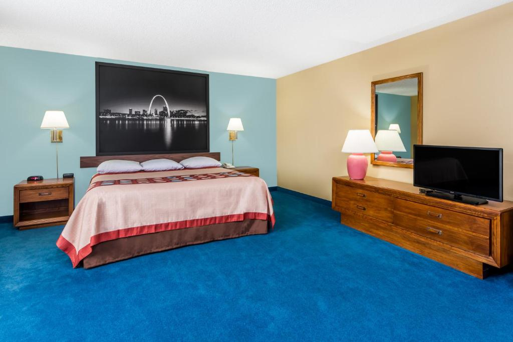 Book Now Super 8 O'Fallon (O'Fallon, United States). Rooms Available for all budgets. Super 8 O'Fallon offers guests free breakfast and Wi-Fi not to mention a seasonal outdoor pool and an on-site restaurant. The two-story 84-room Super 8 has free Wi-Fi througho