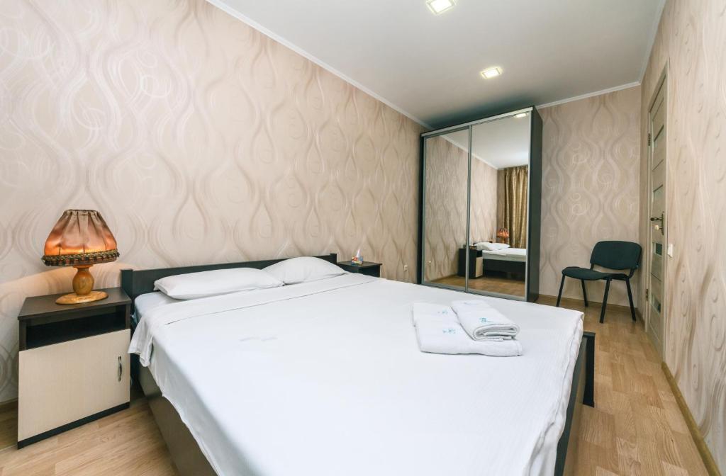 Apartments On Lesi Ukrainki Blvd For 4 Person