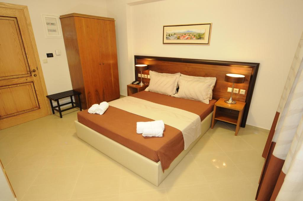 Double Room - Bed