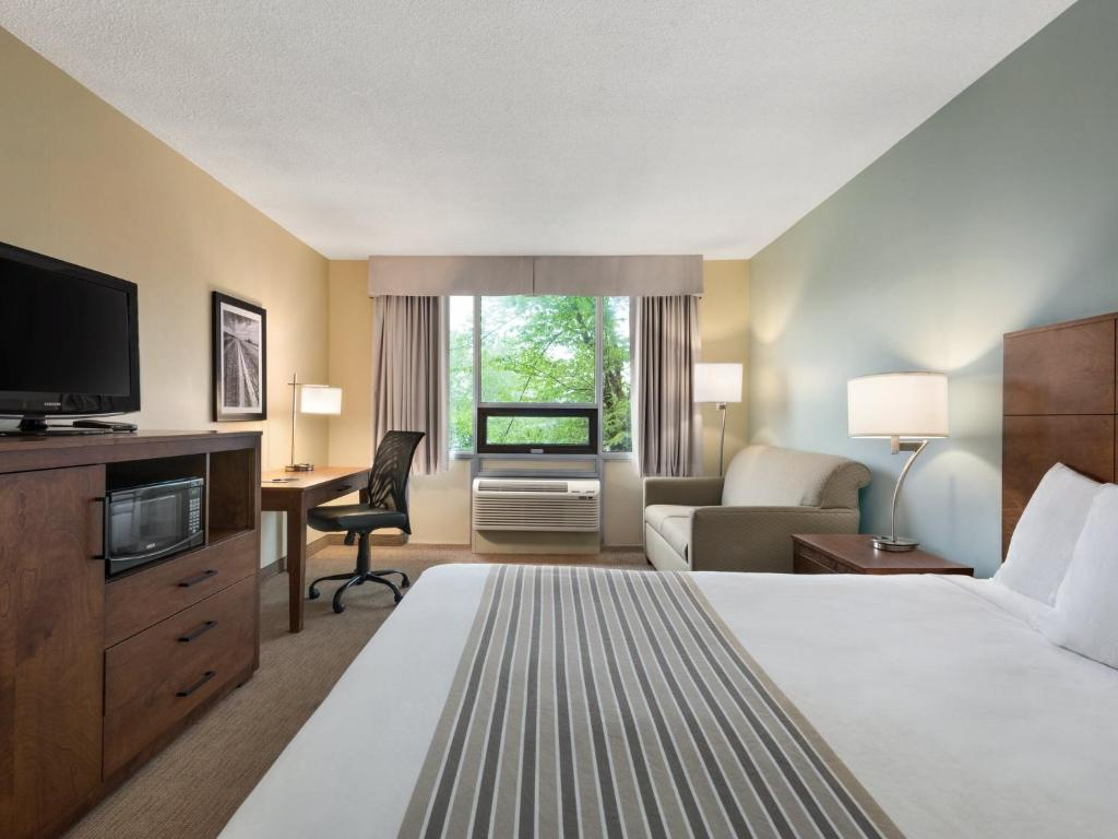 Book Now Travelodge Sydney Nova Scotia (Sydney, Canada). Rooms Available for all budgets. A location on the harbor plus a pool hot tub and sauna help you relax and recharge near downtown attractions at the Days Inn Sydney. Renovated in 2011 all 165 rooms at this tw