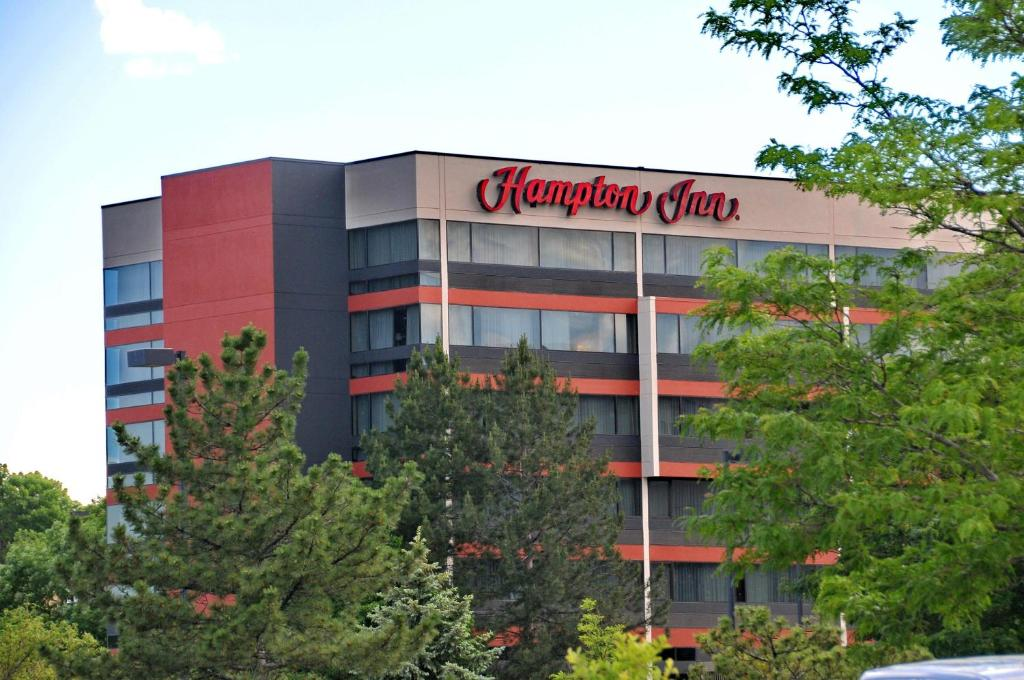 Book Now Hampton Inn Denver West Federal Center (Lakewood, United States). Rooms Available for all budgets. Across the street from the Federal Center and with free Wi-Fi free breakfast and free area shuttle service Hampton Inn Denver West Federal Center is all about efficiency and c