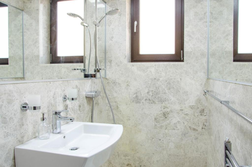 Baño Old City Pearl by CityLife Suites