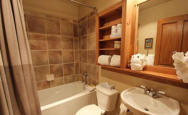 Three-Bedroom Holiday Home - Bathroom
