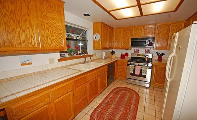 Three-Bedroom Holiday Home Golden Bear Trail House 1209