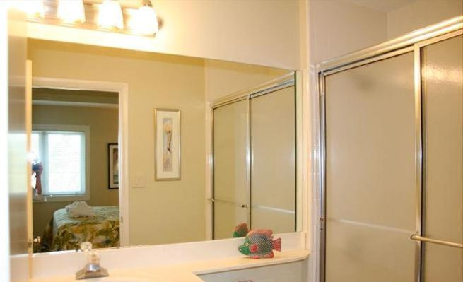 Two-Bedroom Apartment - Bathroom South Forest Beach Condo 21 539