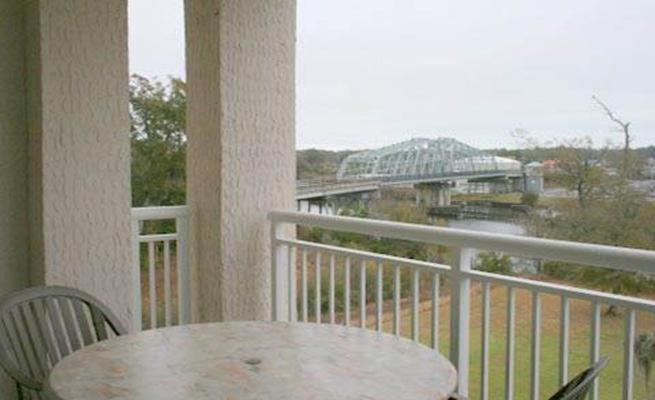Two-Bedroom Apartment Bridge View Condo 2151 3-502