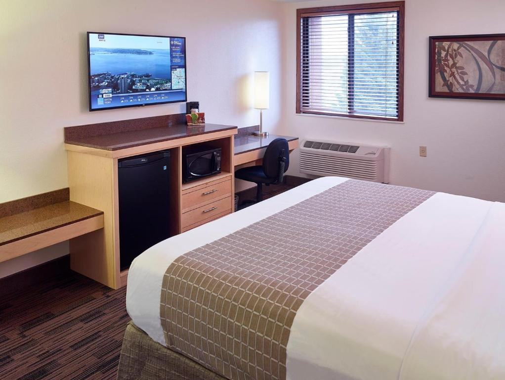 Book Now Livinn Hotel Minneapolis South / Burnsville (Burnsville, United States). Rooms Available for all budgets. Freebies like Wi-Fi and breakfast a location that's handy to the interstate and spacious rooms mean a great stay for our guests at LivInn Hotel Minneapolis South/Burnsville. T