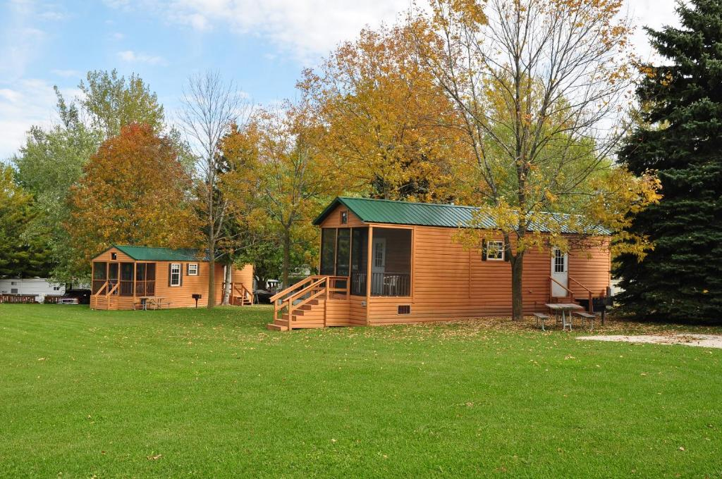 Plymouth Rock Camping Resort Deluxe Cabin 12