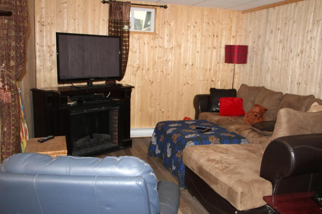 Family Room with Shared Bathroom - Separate living room