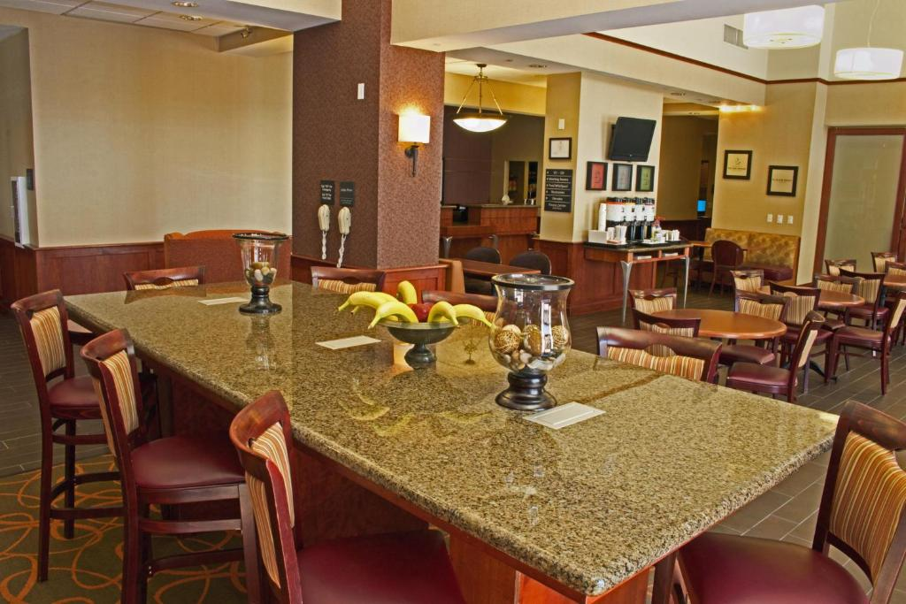 Book Now Hampton Inn And Suites Chesapeake-Battlefield Blvd (Chesapeake, United States). Rooms Available for all budgets. The non-smoking Hampton Inn and Suites Chesapeake-Battlefield Boulevard provides our guests with free Wi-Fi breakfast and parking plus an indoor pool comfy beds and a convenie