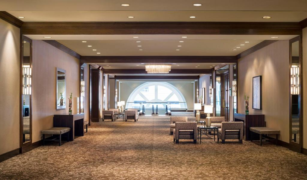 Book Now Westin Convention Center Pittsburgh (Pittsburgh, United States). Rooms Available for all budgets. A fabulous location superb views and extra-comfy beds at the Westin Convention Center Pittsburgh prompt our guests to count it among the city's best hotels. The 616 spacious r