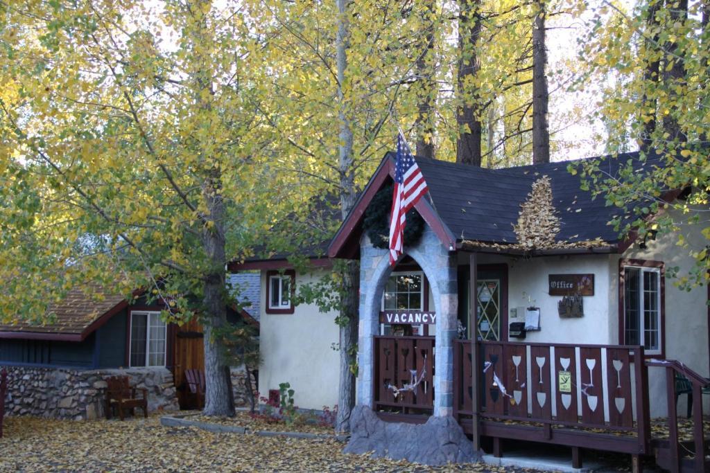 castlewood cottages big bear lake ca 547 main 92315 rh hotelplanner com castle wood cottages big bear Cathy's Cottages Big Bear