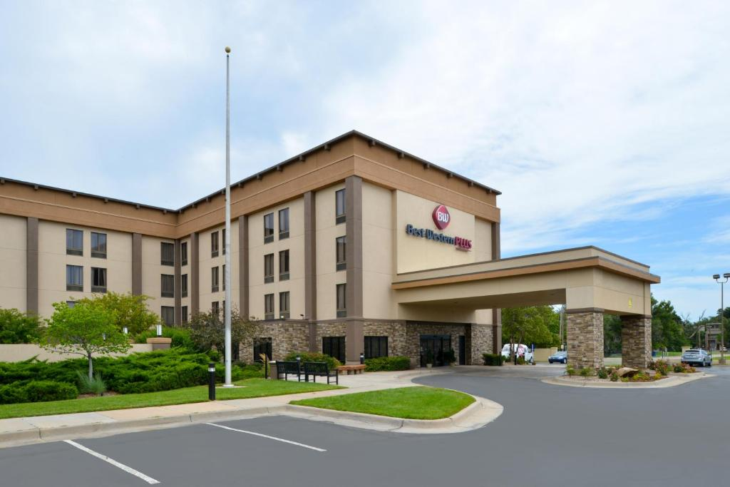 Book Now Best Western Plus Wichita West Airport Inn (Wichita, United States). Rooms Available for all budgets. Free breakfasts a free airport shuttle complimentary Wi-Fi and freeway convenience await guests at the Best Western Plus Wichita West Airport Inn. Four-story Best Western Plus