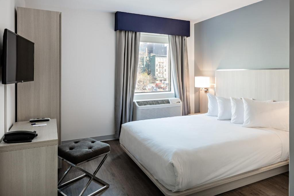 Book Now Gatsby Hotel an Ascend Hotel Collection Member (New York City, United States). Rooms Available for all budgets. With cushy beds free Wi-Fi and a great SoHo location the boutique non-smoking Gem Hotel-SoHo is a rock-solid choice for our guests. The six-story Gem Hotel has beds with lavis