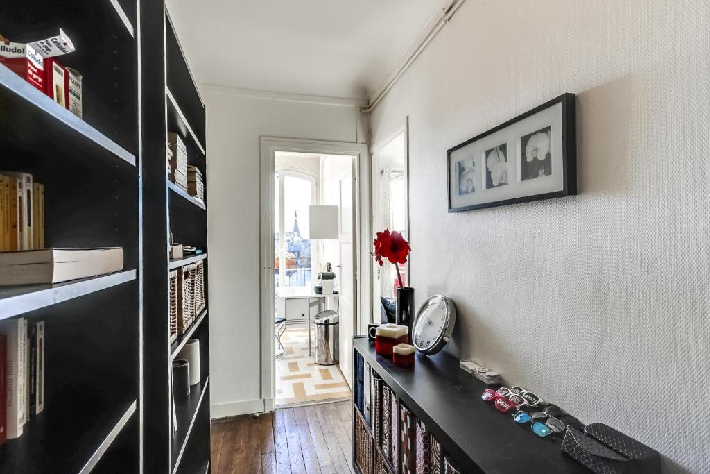 Bright Charming Flat with Terrace