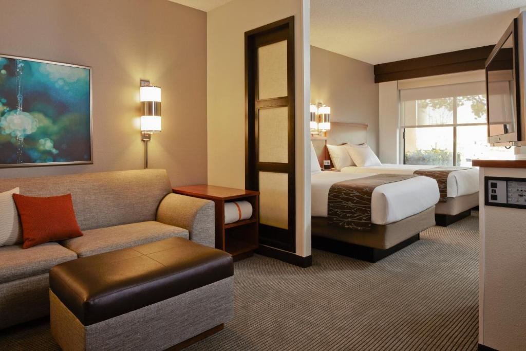 Book Now Hyatt Place Tempe Phoenix Airport (Tempe, United States). Rooms Available for all budgets. With free local area and airport shuttles complimentary breakfast and rooms decked out with large flat-panel TVs and free Wi-Fi the non-smoking Hyatt Place Tempe Phoenix Airpo