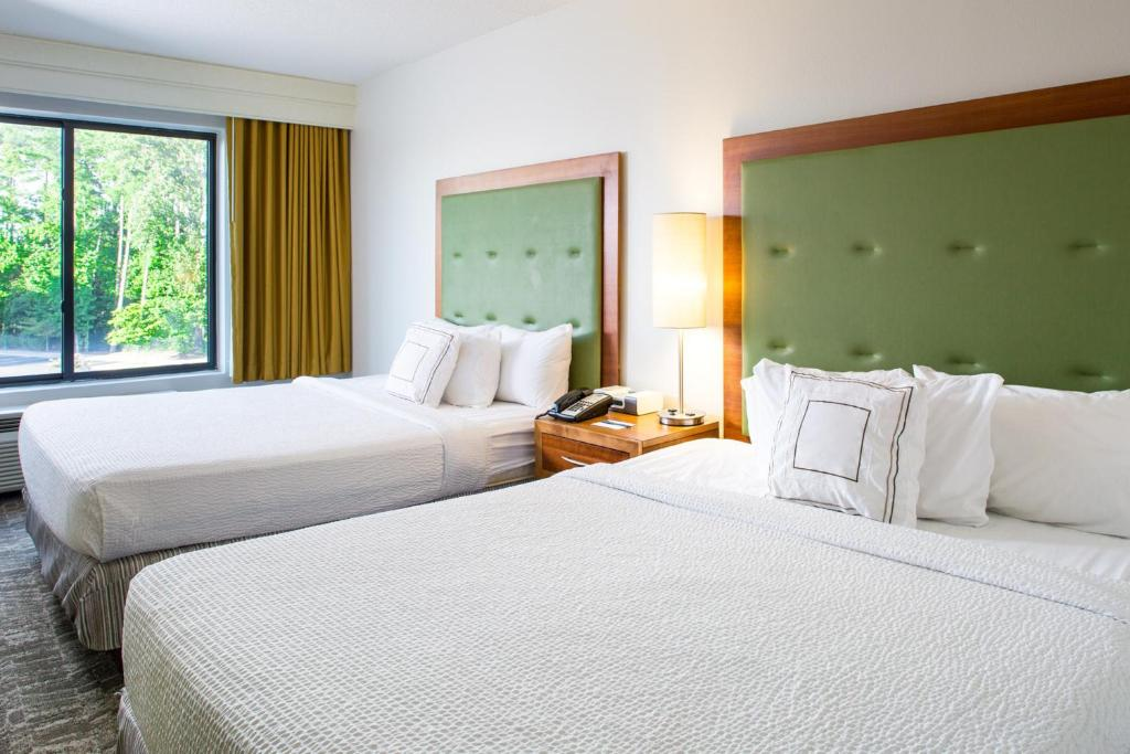 Book Now Springhill Suites By Marriott Hampton (Hampton, United States). Rooms Available for all budgets. Freebies at the non-smoking SpringHill Suites by Marriott Hampton include breakfast and Wi-Fi and there's also a pool. The five-story SpringHill Suites by Marriott Hampton has