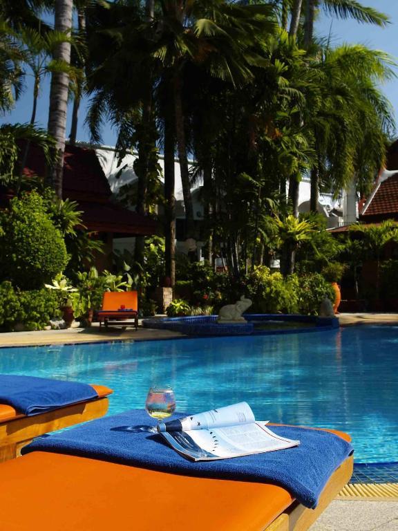 Featuring An Outdoor Pool A Garden And Free Wi Fi Safari Beach Hotel