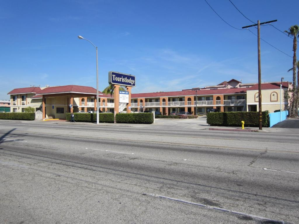 Book Now Touristlodge (Inglewood, United States). Rooms Available for all budgets. Located off Interstate 105 this Inglewood motel is 5 minutes' drive from Los Angeles International Airport. All rooms include free Wi-Fi. Vending machines featuring dr
