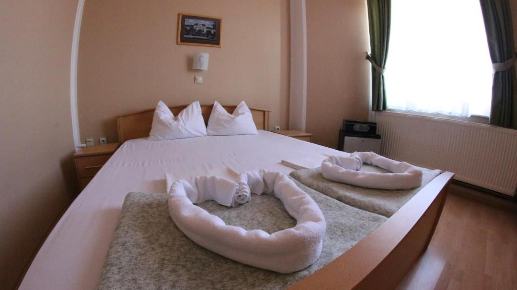 Classic Double Room - Guestroom Hotel Lux