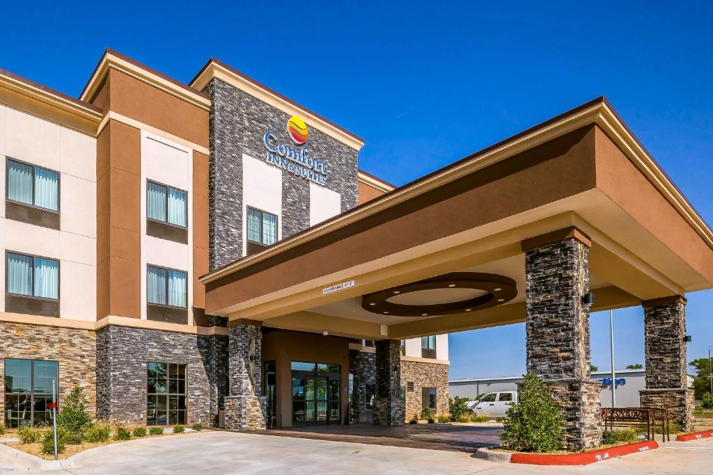 Comfort Inn Suites Moore Oklahoma City Book Your Hotel With Viamichelin