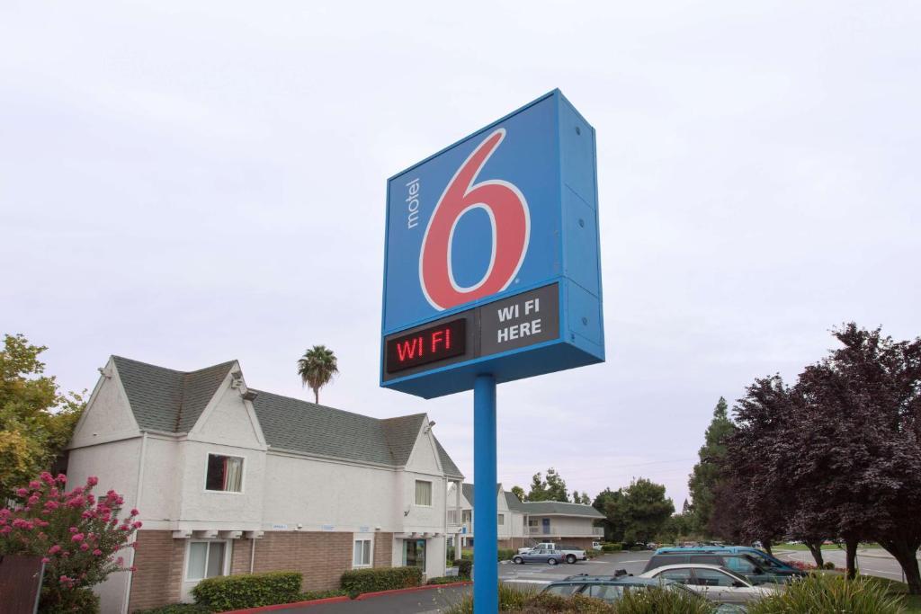 Motel 6 Sacramento Central photo