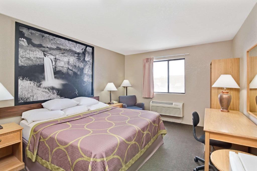 super 8 spokane airport west in cheney washington 12. Black Bedroom Furniture Sets. Home Design Ideas