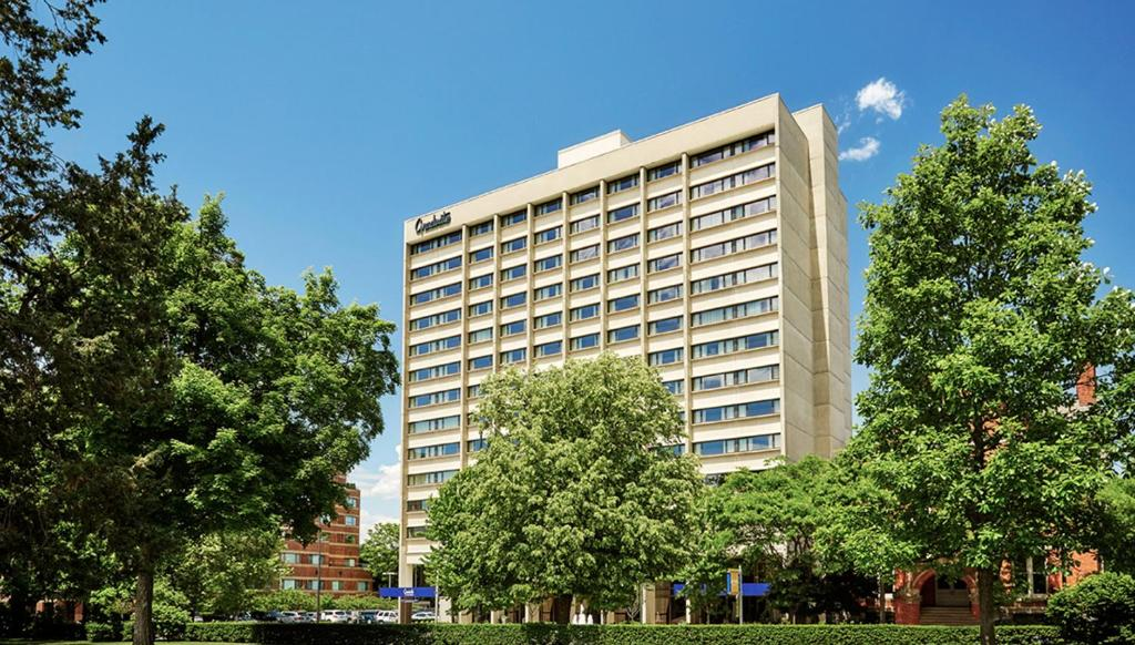 Book Now Graduate Ann Arbor (Ann Arbor, United States). Rooms Available for all budgets. Steps to the University of Michigan the non-smoking Graduate Ann Arbor combines an ideal location with amenities like a pool and a fitness room. The public spaces of the 14-st