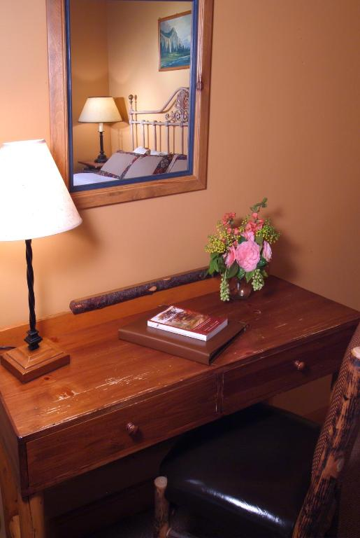 Book Now Weasku Inn (Grants Pass, United States). Rooms Available for all budgets. Free continental breakfast free Wi-Fi and a riverfront location four miles from I-5 are the highlights for our guests at the non-smoking Weasku Inn. The riverfront Weasku Inn