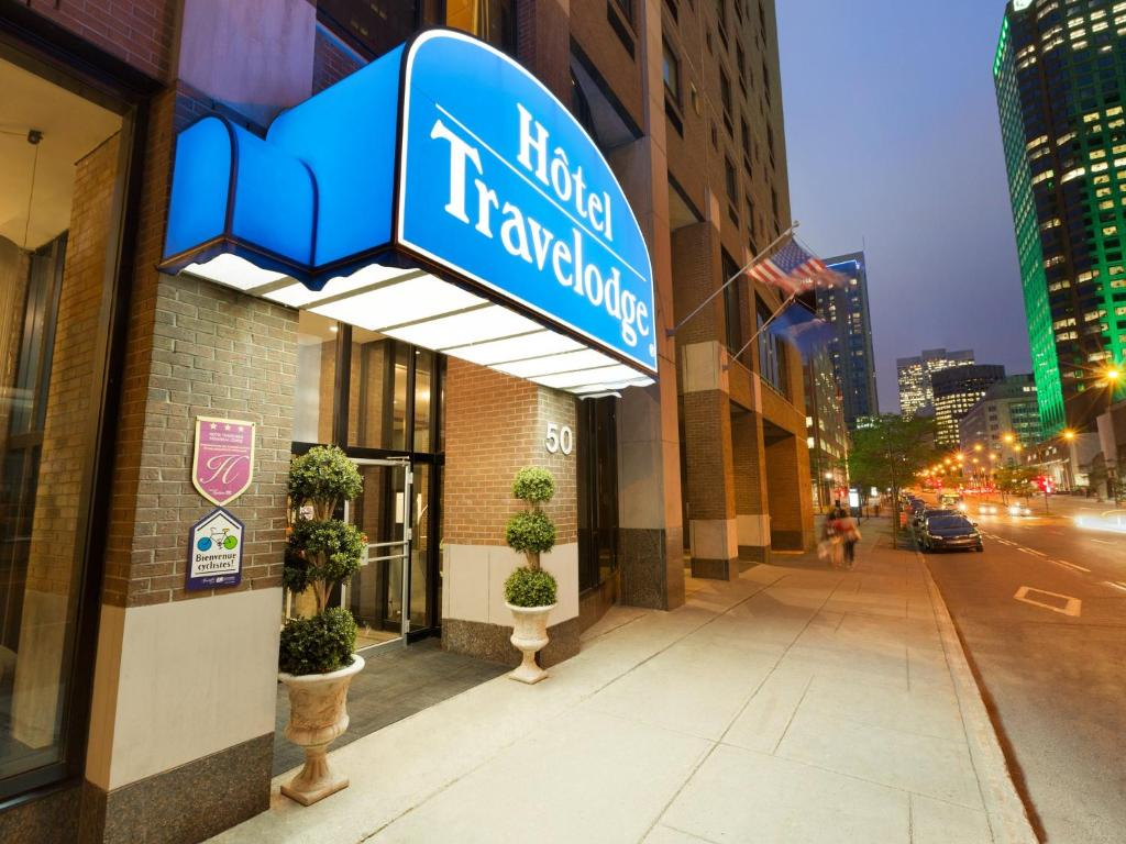 Book Now Hotel Travelodge Montreal Centre (Montreal, Canada). Rooms Available for all budgets. Amenities like free Wi-Fi and breakfast flat-panel TVs and a sweet Chinatown locale place guests on the road to convenience at the non-smoking Travelodge Montreal Centre. Flat