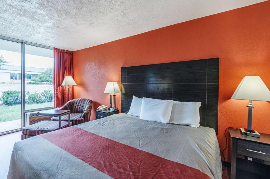 King Room - Non-Smoking - Guestroom Motel 6 Dumfries/Quantico
