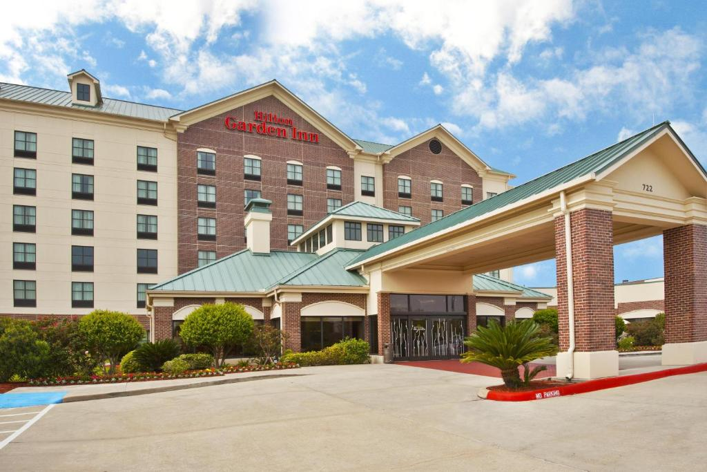 Book Now Hilton Garden Inn Houston/Sugar Land (Sugar Land, United States). Rooms Available for all budgets. There's free Wi-Fi at Hilton Garden Inn Houston/Sugar Land where well-equipped rooms impress our guests enough to rate it one of the area's best hotels. The five-story 202-roo
