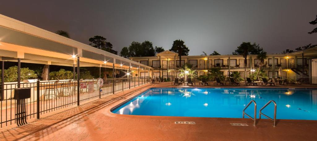 Book Now Ramada Houston Iah Airport East (Humble, United States). Rooms Available for all budgets. Complimentary Wi-Fi and a convenient location get two thumbs up from guests at Ramada Houston Iah Airport East one of the most popular hotels among our guests in Humble. This