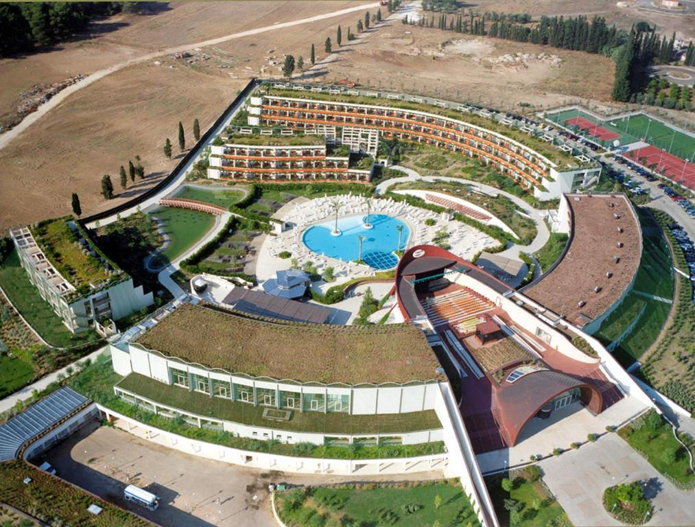 Book Now Calane Hotel Village (Castellaneta Marina, Italy). Rooms Available for all budgets. Set in Castellaneta Marina Calanè Hotel Village offers 5 km of private beach a 1000 m² swimming pool and children's pool. You will also find a range of sports facili