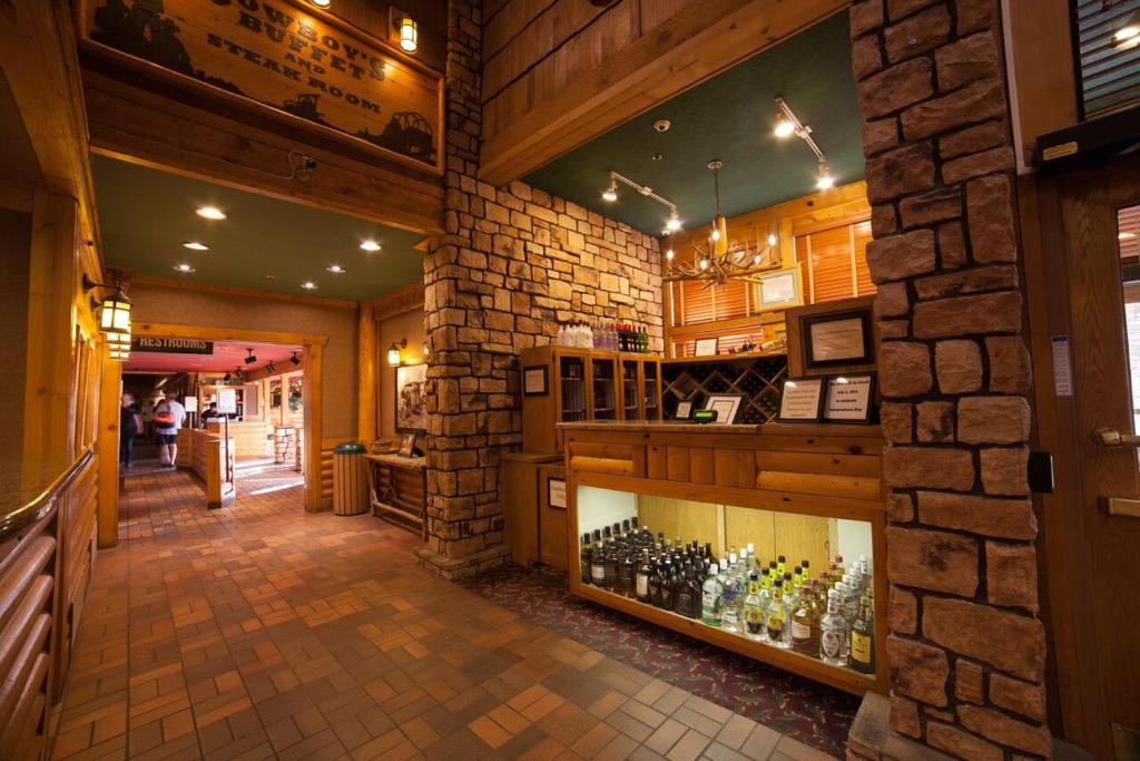 Book Now Best Western Plus Ruby's Inn (Bryce Canyon, United States). Rooms Available for all budgets. A mile from the gate to majestic Bryce Canyon National Park the non-smoking Best Western Plus Ruby's Inn offers rustic elegance and lots of amenities. This three-story hotel h