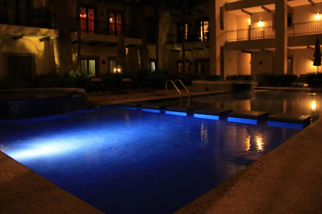 Swimming pool Condos & Penthouse El Caracol