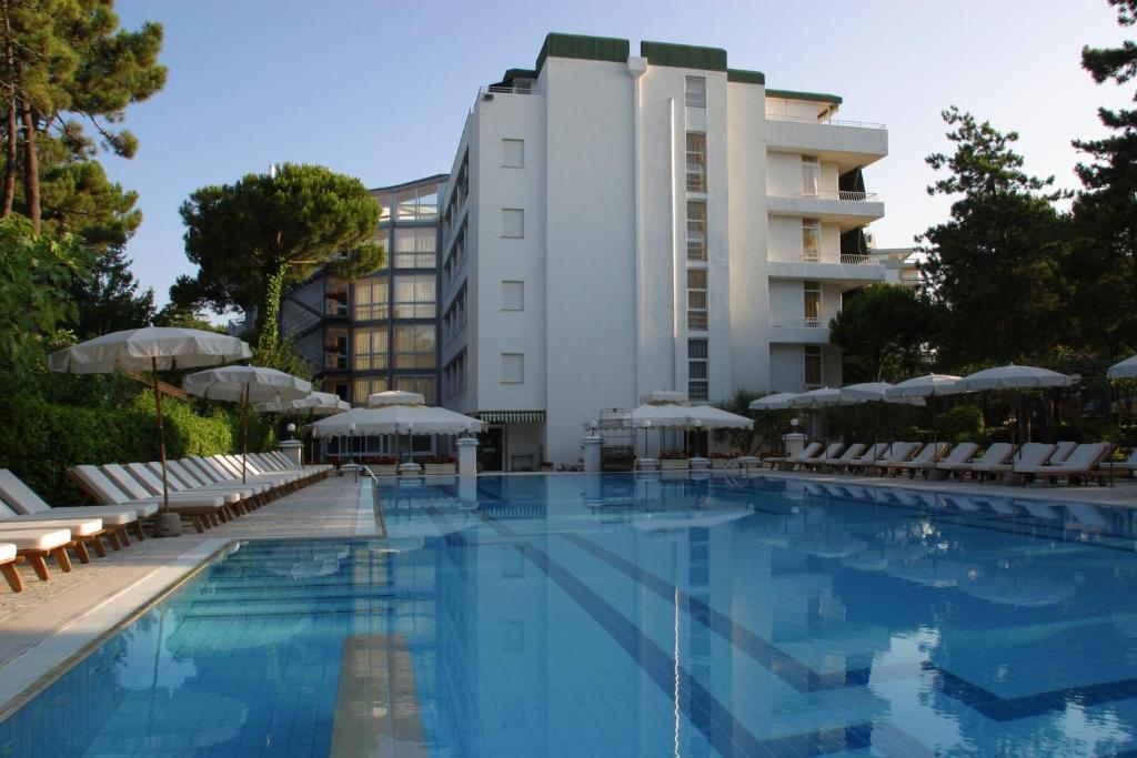 Book Now Hotel Greif (Lignano Sabbiadoro, Italy). Rooms Available for all budgets. OfferinG an outdoor swimming pool Hotel Greif is in the centre of Lignano Sabbiadoro 5 minutes' walk from its private beach. It also features a relaxing sauna and Turkish bath