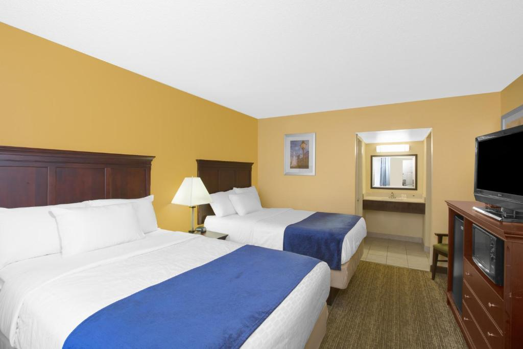 Book Now Days Inn Charleston Historic District (Charleston, United States). Rooms Available for all budgets. The free Wi-Fi makes an impression on our guests staying at Days Inn Charleston Historic District. They also love the convenience of its downtown location. The pet-friendly Da
