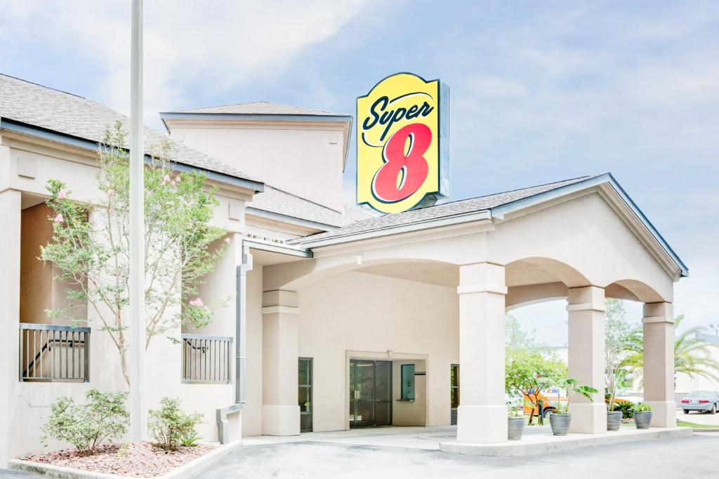 Book Now Super 8 D'Iberville/Biloxi Area (Biloxi, United States). Rooms Available for all budgets. Free breakfast and Wi-Fi and an outdoor pool meet in a super I-110 location close to the beach at the Super 8 D'Iberville/Biloxi Area. The two-story Super 8 D'Iberville/Biloxi