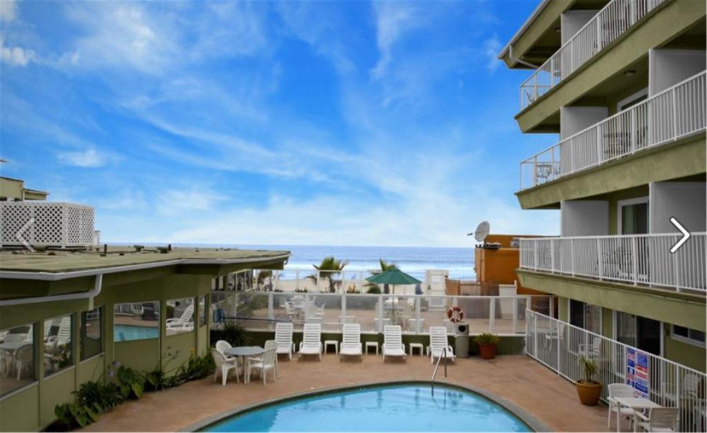 Surfer Beach Hotel photo